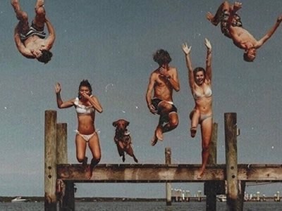 40 frases de amizades loucas para se divertir com os amigos