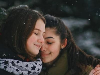 50 frases de carinho para amiga que vão provar o seu amor